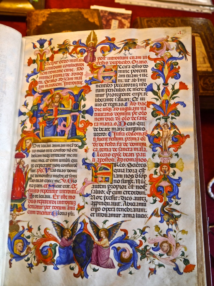 Fascinating afternoon examining Medieval and Renaissance Manuscripts at the Fitzwilliam Museum, Cambridge with Dr. Stella Panayotova and Dr. Paola Ricciardi (6/6)