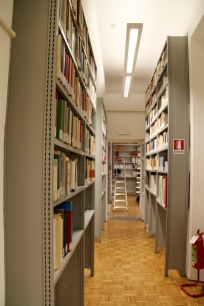 Entrance to library (147000 books and more to come)