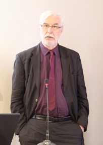 Prof. Jean-Yves Tillette, explaining latest ZKS/Claudio Leonardi grant winner's research project
