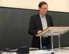 Prof. Dr. René Wetzel presenting MA Irmgard Fuchs